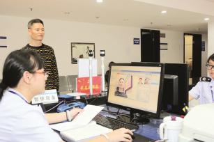 """""""人证识别""""系统让成都锦江区市民办税更加安全便捷"""