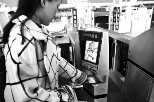 西安高铁启用人脸识别验票 人证合一开闸进站